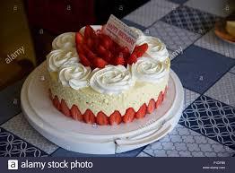 geburtstag kuchen eine erdbeere geburtstag kuchen mit einem