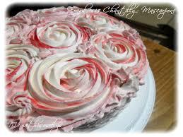 dessert avec creme fouettee gâteau framboises chantilly mascarpone décors effet roses la