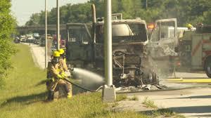 100 Fertilizer Truck Semitruck Carrying Liquid Fertilizer Catches Fire On Natcher Parkway