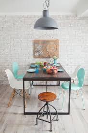 klassiker stühle um tisch und bild kaufen 12238033