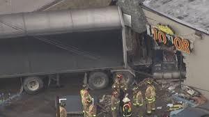 100 Truck Crashes Video Four Injured When Semi Crashes Into Liquor Store