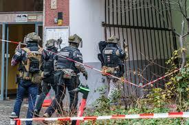 270 polizisten heben drogenring in brandenburg aus