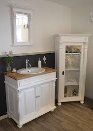 faro eleganter badezimmer schrank im gründerzeit stil