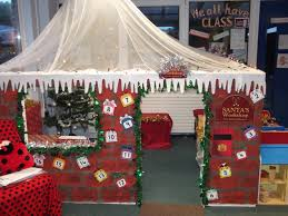 Christmas Cubicle Decorating Ideas by Best 25 Santas Workshop Ideas On Pinterest Office Christmas