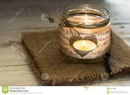 coeur de en pot lumière de thé dans le bougeoir en forme de coeur de pot avec la
