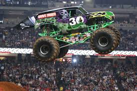 100 Monster Truck Oakland The Grave Digger Doing Fun In The Air