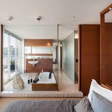 badezimmer beispiel glaswand schlafzimmer holz verkleidung