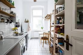 schöne große und helle küche mit allem zubehör und einer