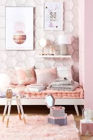 schlafzimmer dekorieren bilder rosa teppich le