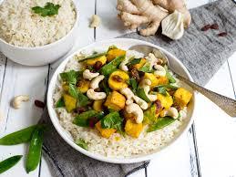 fruchtiges thai curry mit tofu und reis