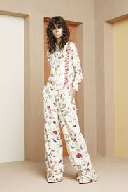 tory burch resort 2018 collection vogue