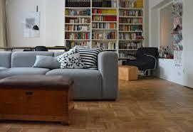 graue sofas ideen für dein wohnzimmer