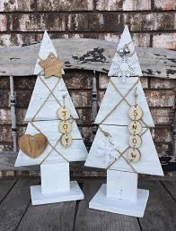 White Rustic Wooden Christmas Tree Pallet