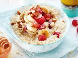 quinoa porridge mit trauben und banane