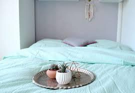 schlafzimmerdeko neue bettwäsche in mint und viva la vida