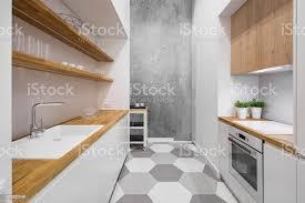 weiße küche mit arbeitsplatte aus holz stockfoto und mehr bilder arbeitsplatte