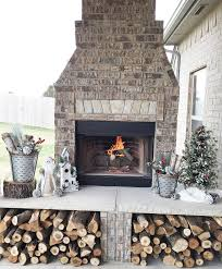 Gorgeous And Affordable DIY Rustic Christmas Decorations Outdoor Patio Fireplace