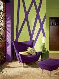 innendesign ideen die violett farbe im interieur