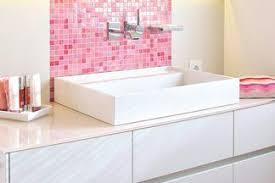 badezimmer in weiß und rosa kreuz schnaittach