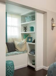 Decorating Bookshelves In Family Room by 10 Window Seats Reading Nooks And Other Cozy Indoor Spots