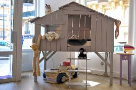 cabane dans chambre lit enfant cabane en bois avec escalier chbre m l
