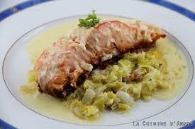 cuisiner pavé de saumon poele recette pavés de saumon sur fondue de poireaux la cuisine