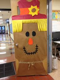Kindergarten Thanksgiving Door Decorations by Best 25 Teacher Door Decorations Ideas On Pinterest Classroom