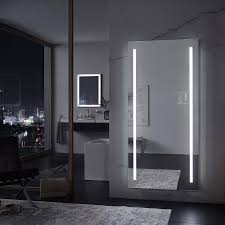 spiegel mit lichtstreifen