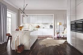 75 küchen mit dunklem holzboden ideen bilder april 2021