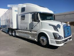 100 Volvo Semi Truck 2005 780