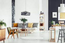 gemütliches wohnzimmer im vintage stil mit rustikalen