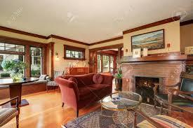 amerikanisches klassisches wohnzimmer interieur mit antiken möbeln northwest usa