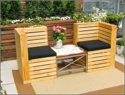 13 Cool DIY Outdoor Furniture Made of Pallet