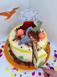eine schnelle dino torte zum kindergeburtstag produkttest