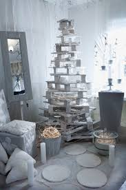 Pallets Christmas Tree With White Decoration Lights And Candles Pattonmelo