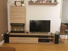 wohnwand wohnzimmer schränke regal ohne deko fernseher