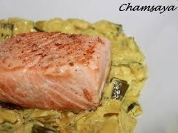 cuisiner pavé saumon pavé de saumon sur lit de poireaux au curry recette ptitchef