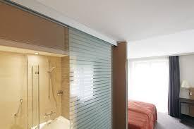 glas im wohnraum raumtrennung mit durchblick