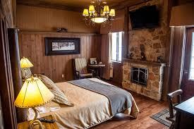 chambre hotel avec la gare chambre 206 clint eastwood lit avec foyer