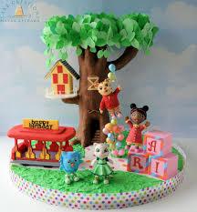 Daniel Tiger Pumpkin by Daniel Tiger U0027s Neighborhood Katerina Kittycat Tree House Cake