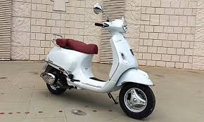 Vespa Elegante 125cc Price Specification Mileage Pros Cons Review
