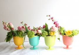 Simple Spring Flowers Centerpieces Via Valleyandcolifestyle
