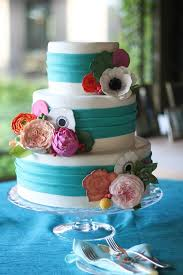 To see more amazing wedding cakes