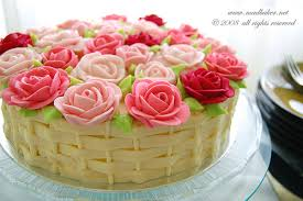 I couldn t decide which rose cake I liked better so I picked both It s a big forum it should work