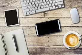telecharger un bloc note pour le bureau table de bureau supérieure avec bloc notes ordinateur et tasse à
