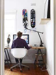 bureau d ado un bureau d ado prêt à copier avec des planches de skateboard en