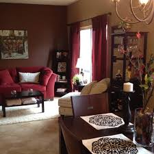 Brown Living Room Decorating Ideas by Best 25 Maroon Couch Ideas On Pinterest Burgundy Couch