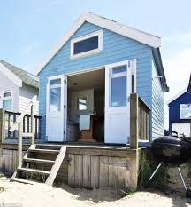 100 Sandbank Houses Mudeford Beach Hut Goes On Sale For 285000 Daily Mail