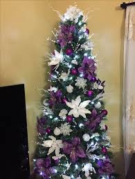 For A Festive And Vibrant Christmas Tree Decorating Scheme How About This Purple White Combo These Striking Poinsettia