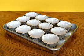 Make Cupcakes Without Using A Cupcake Pan So Easy